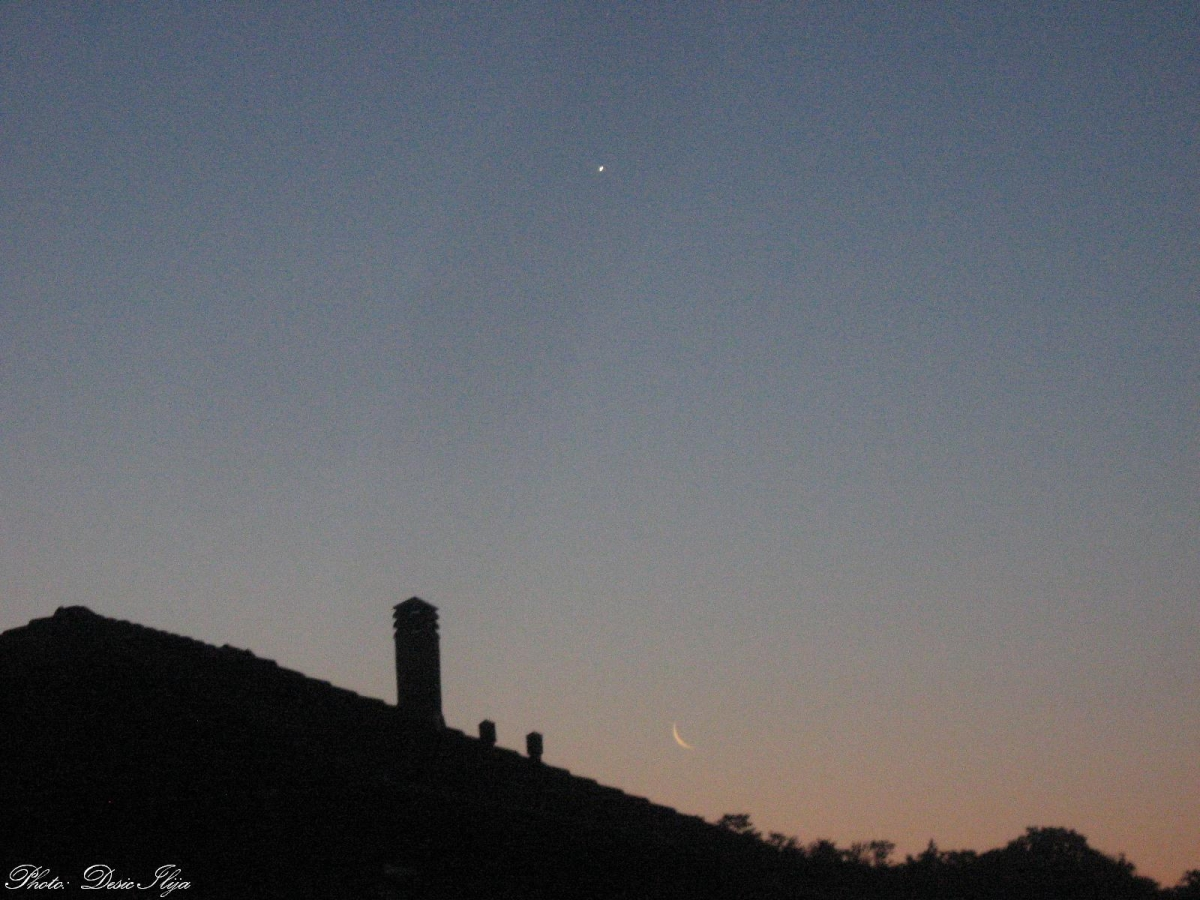 Moon and Venus. Dance on the Morning Sky... (behind House). 25.07.'14. ; )