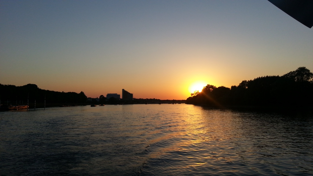 An amazeballs sunset on the Thames