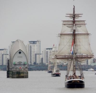 I saw three ships a sailing