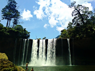 an awesome Manangar Waterfall