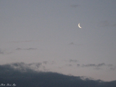 Moon and Venus 25.05.'14. Dance in the morning sky. ; )