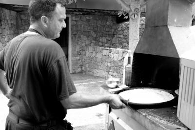 Man making a socca