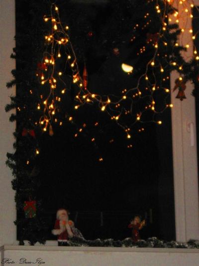 Moonrise and Christmas Window Decoration... 14.12.'14.