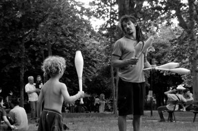 street performance circus Paniko