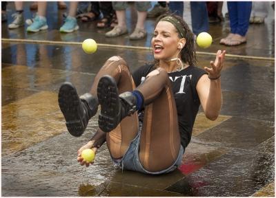 jugglar in the rain